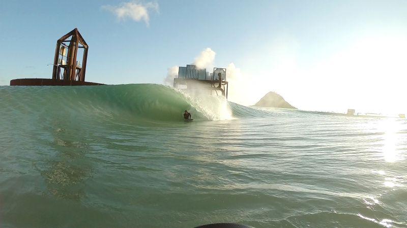 世界最大8ftバレルの人工波の発生に成功とサーフ・レイクスが発表