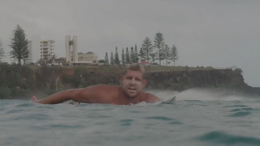 ミック・ファニングの昨年のサイクロンサーフ動画!サーフ復帰した現状と目標
