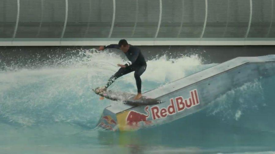 サーフ中にスケートもしたい!ジュリアン・ウィルソンのレールプロジェクト