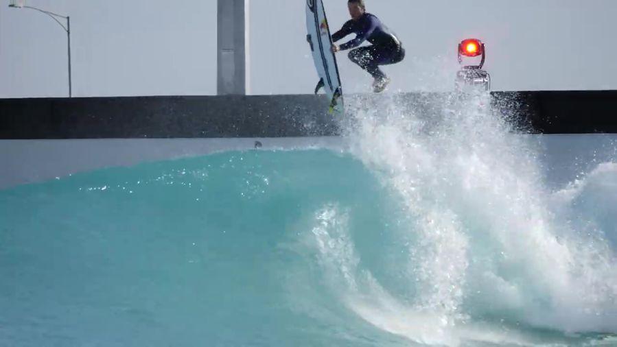 マテウス・ハーディによるアーバンサーフでのフリーサーフィン動画