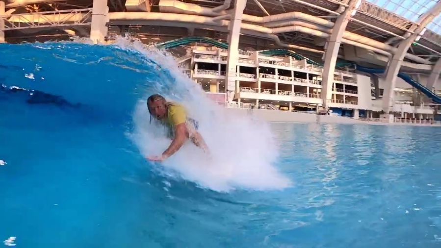 ニューヨーク近くに屋内ウェイブプール「SKUDIN SURF」がオープン