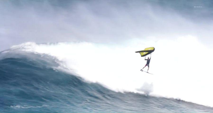 カイ・レニーがウイングサーフィン!年始のマウイ島ジョーズでのフリーサーフ動画