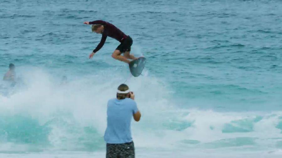 ハワイ出発直前のジョンジョン・フローレンス!小波用ボードのテスト動画